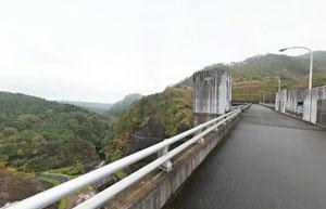 東荒川ダム天端