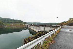 東荒川ダム貯水池側