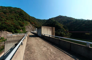東山ダム天端