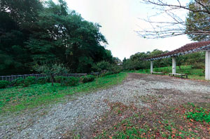 上谷戸親水公園小広場