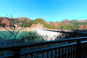 滝沢ダム右岸